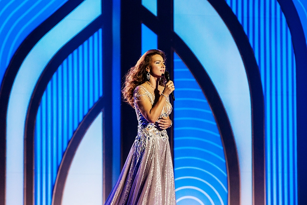 Елена Север на сцене