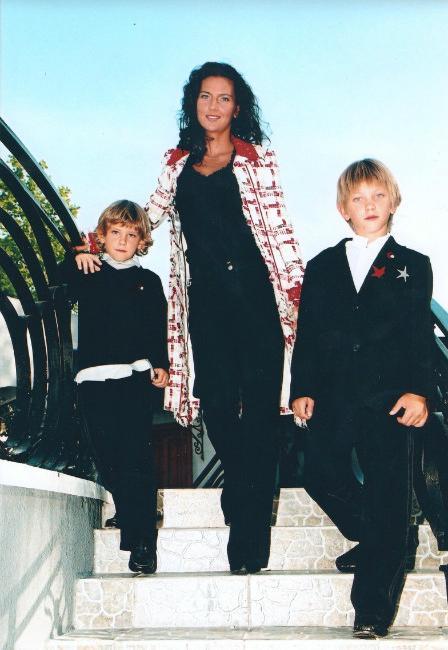 Елена Север с детьми
