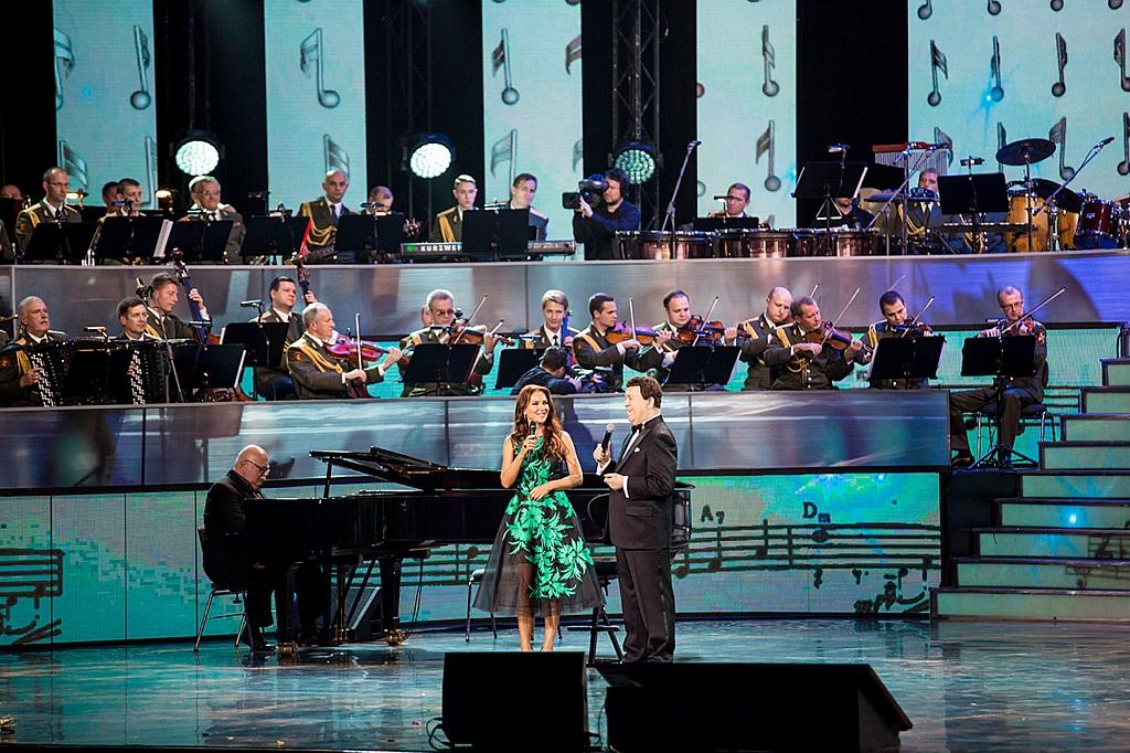 Елена Север и Иосиф Кобзон на сцене