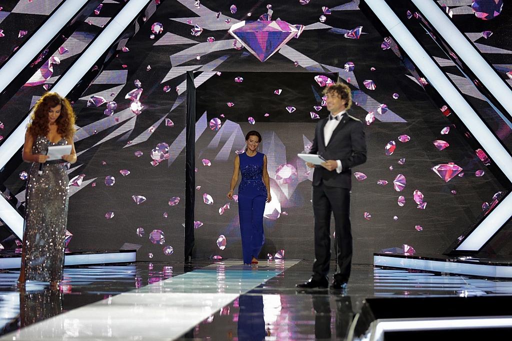 Дмитрий Оленин приглашает Елену Север занять место в жюри конкурса