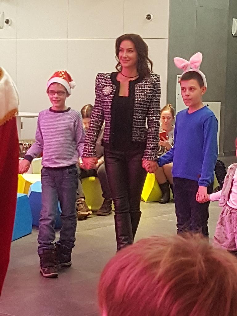 Елена Север с подопечными детьми-инвалидами в Зарядье