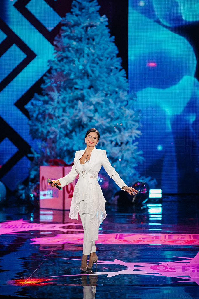 """Елена Север на сцене Крокус Сити Холла с новой песней """"Бабочка"""""""